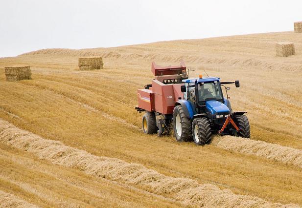 trattore_agricoltura_1.jpg